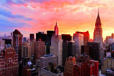 نمایش شب نیویورک از طبقه 35 از پنجره یک هتل Un Un New York