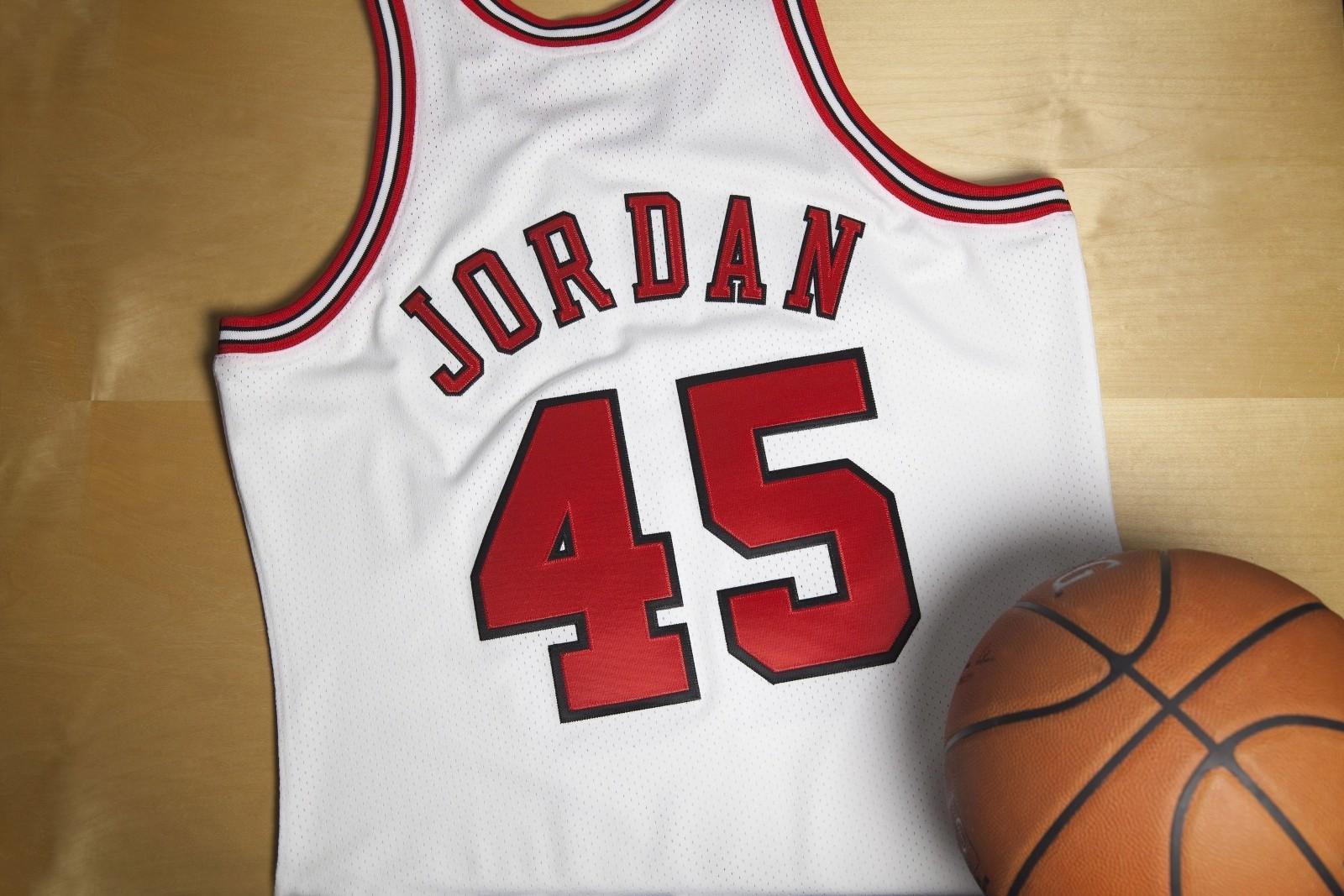 Michael Jordan S No 45 Jersey Unretiring Chicago Tribune