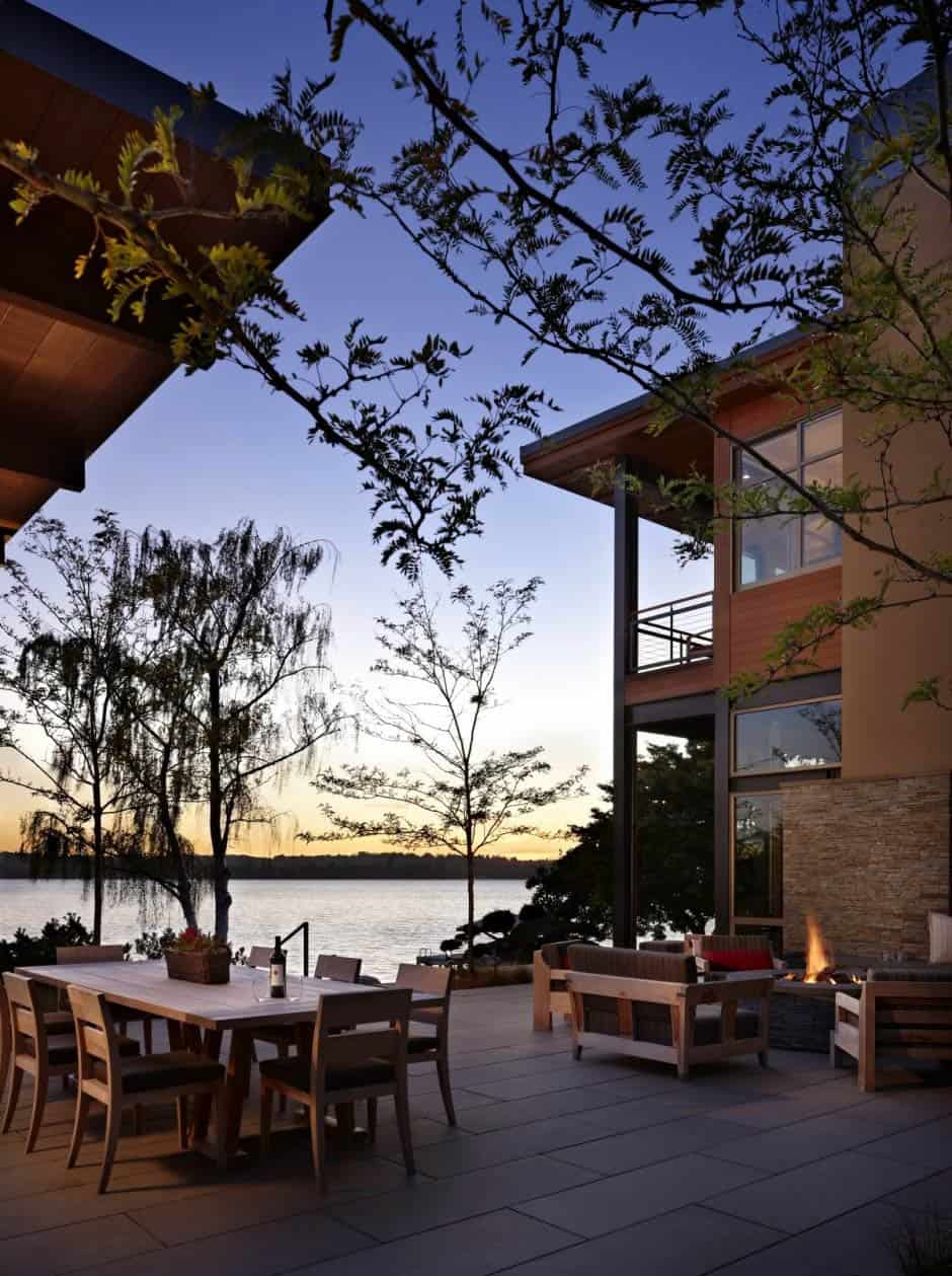 Grand Glass Lake House With Bold Steel Frame Modern