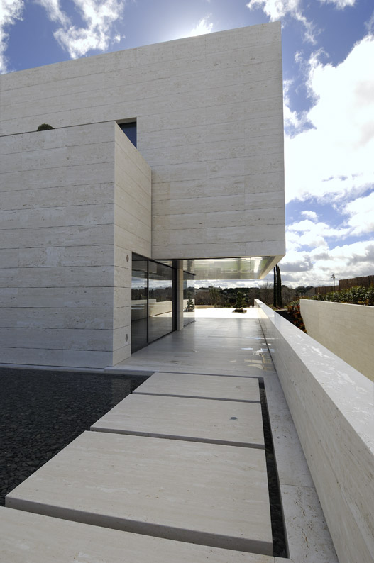 Amazing Travertine House By A Cero Architecture Firm With