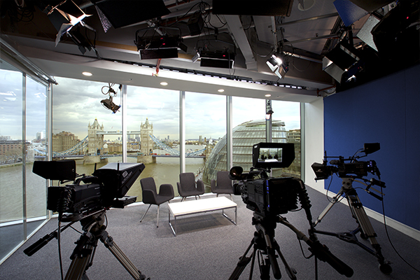 Studio London Tv Studio With Backdrop Of Tower Bridge