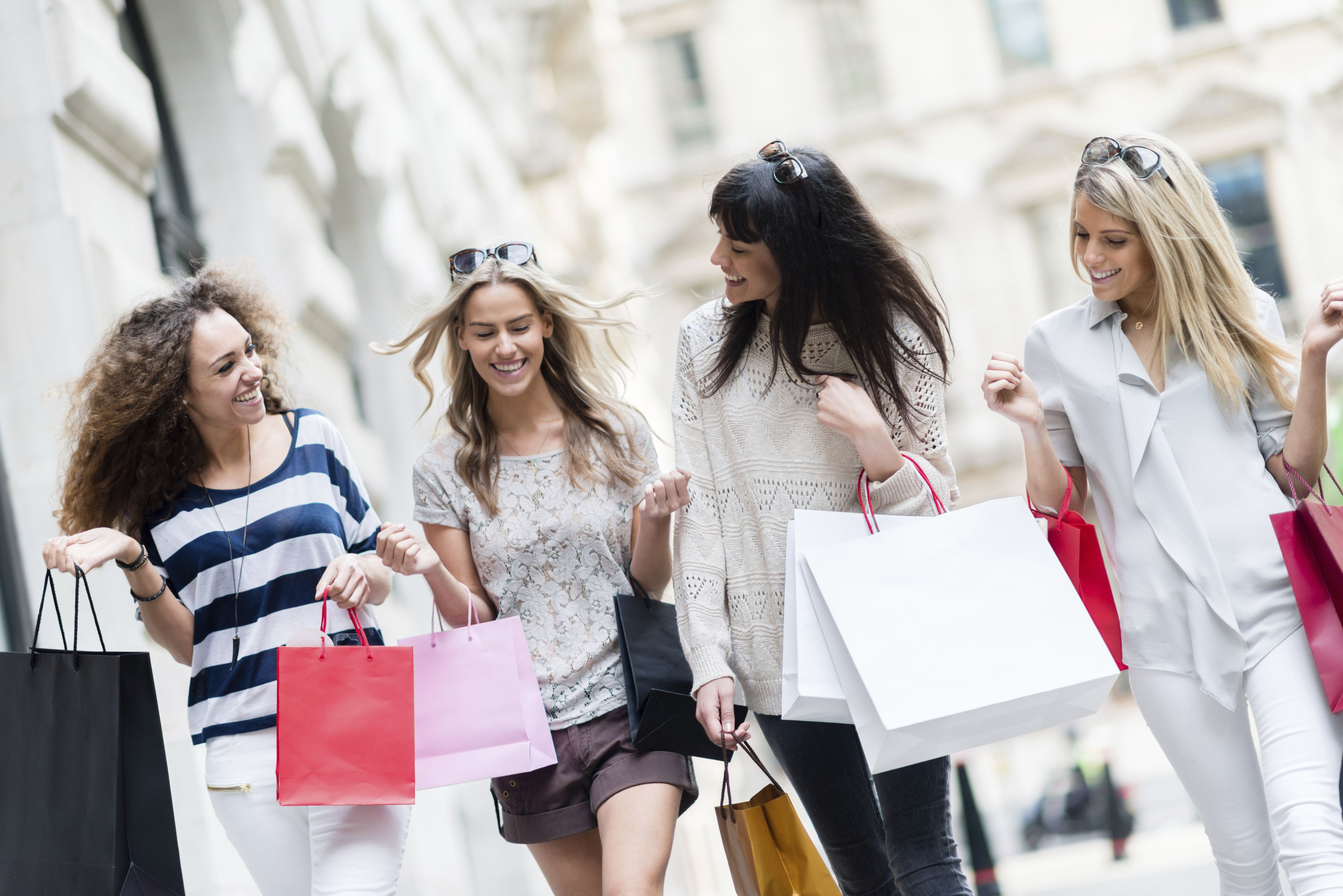 ladies shopping and dining - HD3864×2579