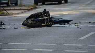 Tragico incidente stradale, scontro tra due moto: il bilancio è gravissimo