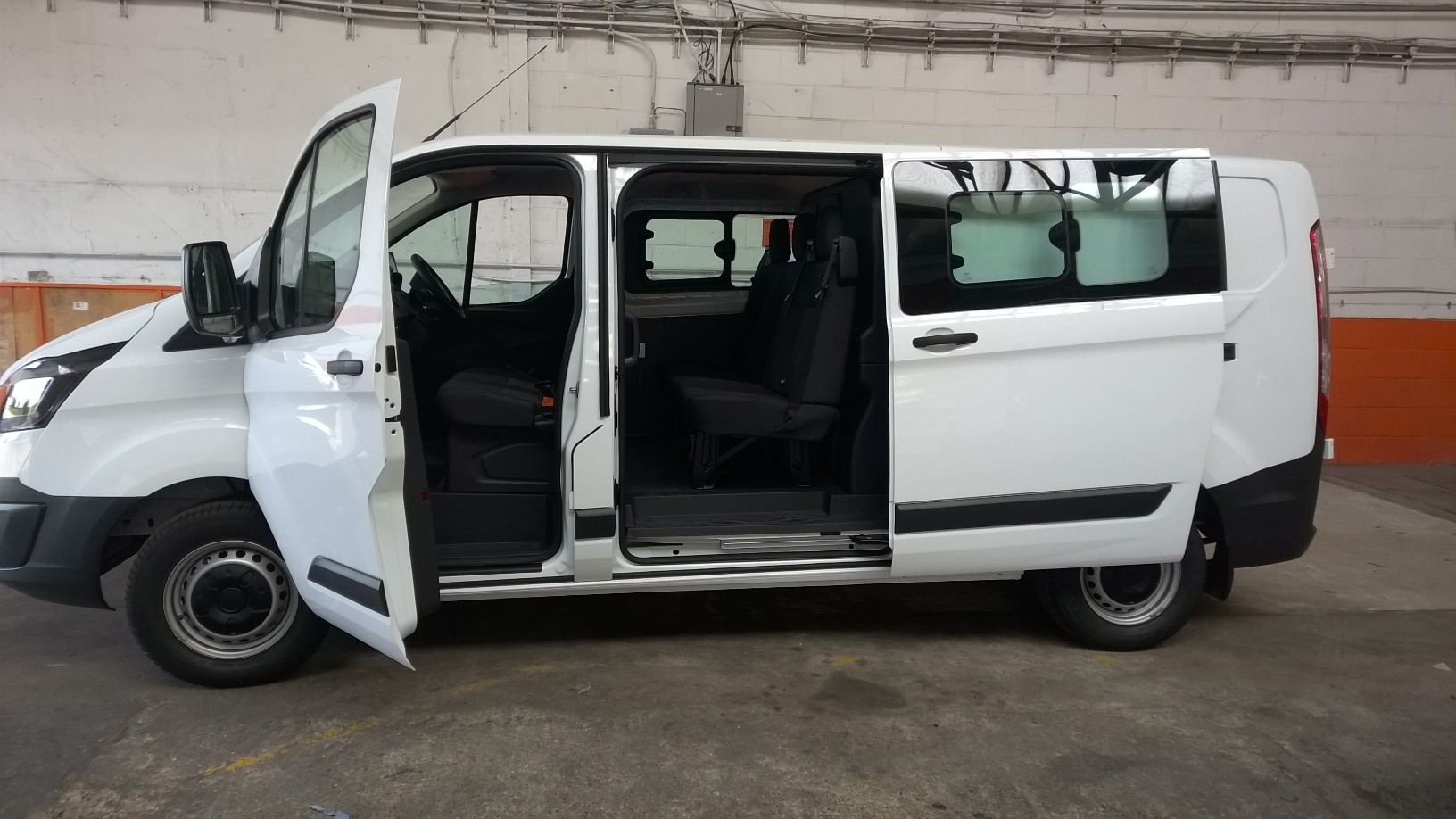 Ford Car 6 Seater