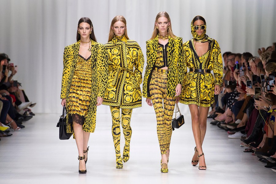 Versace Womenswear SS Fashion Show   US Online Store Spring Summer 2018 Women Fashion Show   Look 1