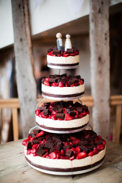 Top 10 Brownie Wedding Cakes   Wedded Wonderland Strawberry cheese wedding cake with brownie toppings