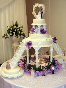 Flashy Wedding Cakes With Fountains For The Adventurous Bride And Groom A beautiful example of a fountain wedding cake design