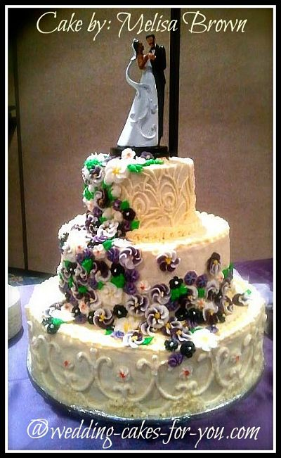 Wedding Cakes Pictures And Cake Decorating Ideas From Craftspeople     Luscious buttercream wedding cake by Melisa Brown