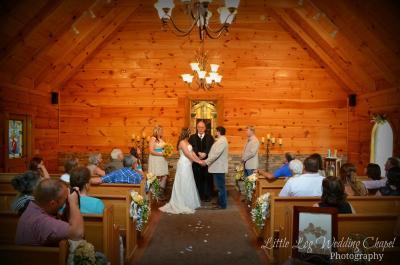Little Log Wedding Chapel 800 554 1451 Gatlinburg Tennessee