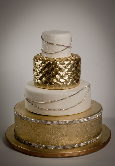 Bling Wedding Cakes for a Dazzling Affair   WeddingDash com Bling Wedding Cakes for a Dazzling Affair