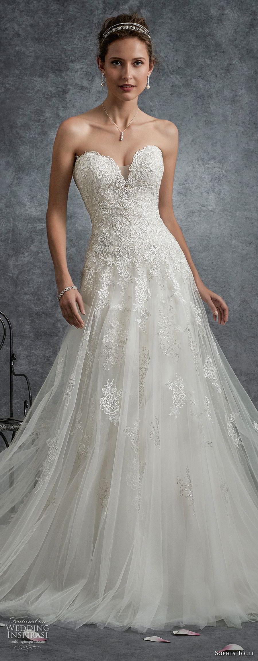 Sweetheart Line Lace Wedding Dress Neckline Flare Fit And Tulle And Embellished Soft