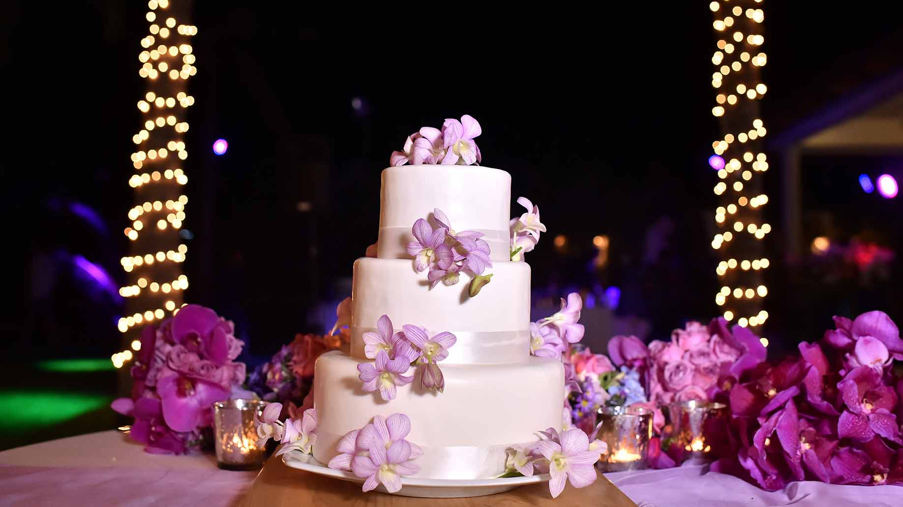 How Much Does a Wedding Cake Cost   Ideas   Prices How Much Does a Wedding Cake Cost     Ideas   Prices