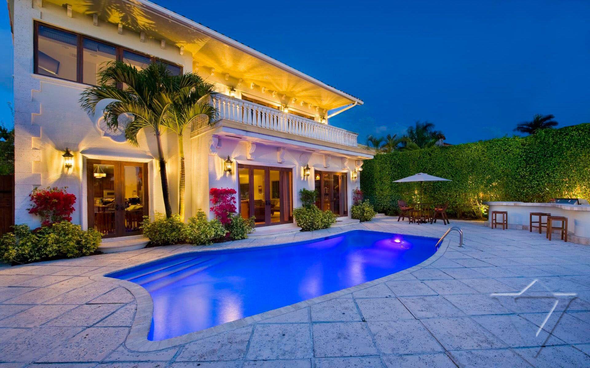 Villa San Michele In Miami Usa White Blancmange