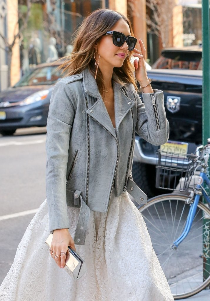 Jessica Alba Photos Photos Jessica Alba Is Spotted Out