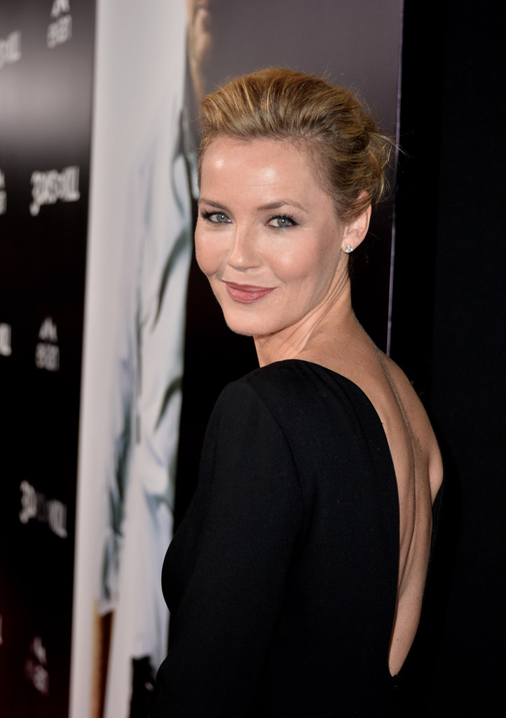 Connie Nielsen Photos Photos 3 Days To Kill Premieres