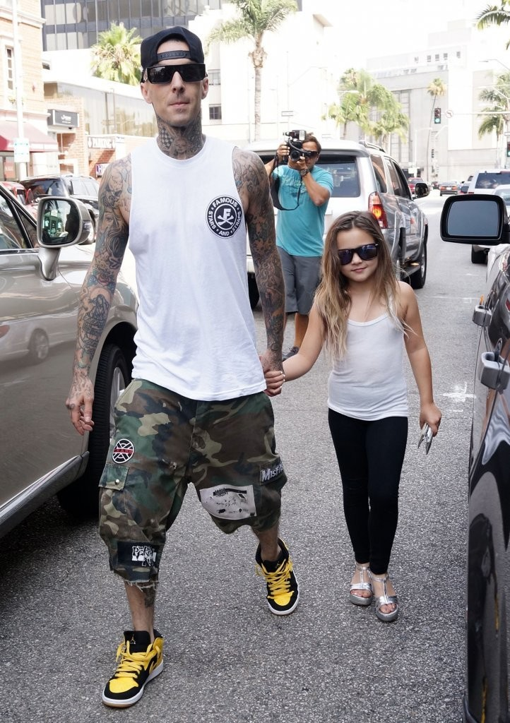 travis barker wife - 722×1024