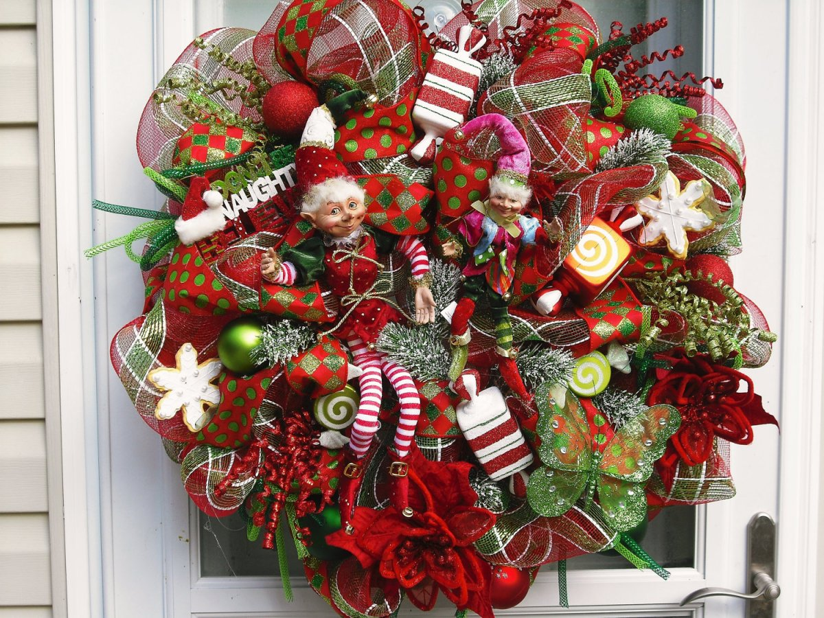 Decorating Ideas For Christmas Wreaths   Elitflat Christmas Mesh Wreath Ideas Xmasblor