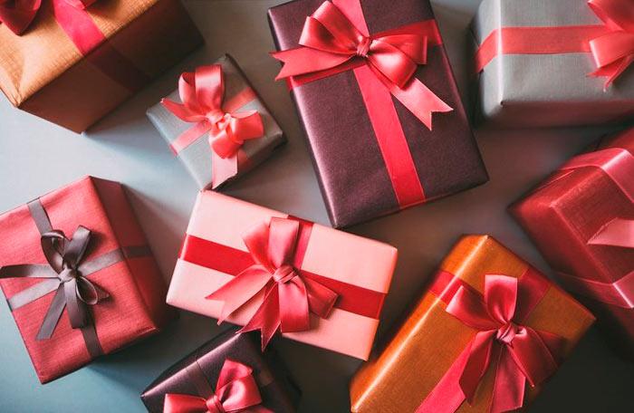 На фото изображено - Как упаковать подарок, рис. Классическая упаковка