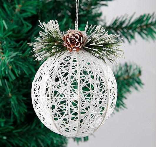 На фото изображено - Необычный декор: шары из нитей, рис. Новогодний шар